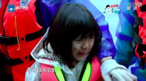 爸爸捕魚,女兒哭了