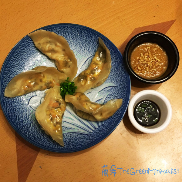 蔬菜餃配泰式花生醬(Veggie dumplings with Thai Peanut Sauce)